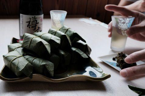 """柿の葉寿司と樽酒""""樽丸"""""""